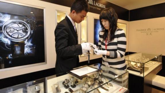 China interzice reclamele la produsele de lux