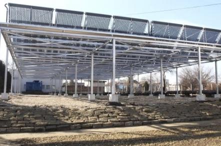 Investi?ia de 100 de milioane de euro în parcul fotovoltaic din apropiere de Sebi?, jude?ul Arad, este aproape gat