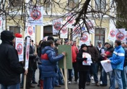 """Protest impotriva exploatarii gazelor de sist in Bihor: """"Nu decideti pentru noi!"""""""