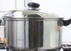 Alege vasele din otel sau teflon, nu din aluminiu!