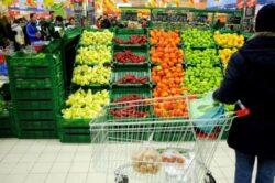 Legume si fructe importate din Turcia si contaminate cu pesticide, pe tarabele din Romania