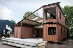 "Constructii inedite: casa ""eco"" low-cost, din containere de metal"