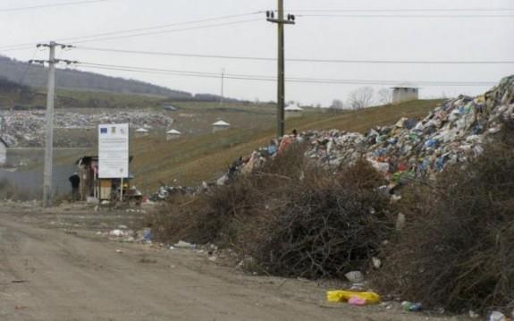 Depozitul ecologic de 155 de milioane de lei, la concuren?? cu gropile neconforme care sufoc? periferia municipiului