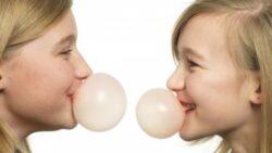 Tu stii cat de toxica este guma de mestecat?