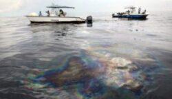 O pata de petrol ce insumeaza peste 5,2 kilometri patrati se extinde pe litoralul regiunii ucrainene Odessa, la Marea Neagra, spre Romania