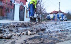 Poluare la Gura Ocnitei, o conducta de titei s-a spart si a inundat o strada