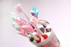 Rabla pentru Periuta de dinti: O aduci pe cea veche si primesti una noua, plus o pasta Aquafresh!