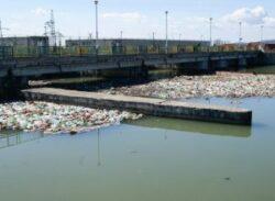 Primarii din Hunedoara, amendate pentru deseurile ajunse la microhidrocentralele din Gorj