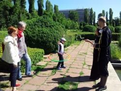 Concurs pentru micii vanatori de comori din Gradina Botanica Bucuresti:  din personaj de poveste in desen si apoi in jucarie
