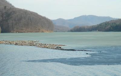 Intre nesimtire si lipsa de civilizatie: Apele curgatoare din Baia Mare, pline de deseuri