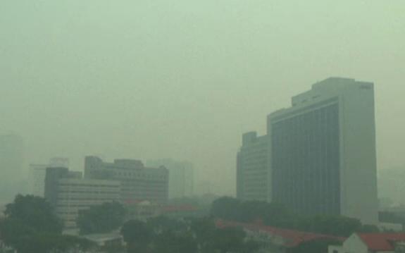 Nivel record de poluare in Singapore. Autoritatile le cer oamenilor sa nu mai iasa din case
