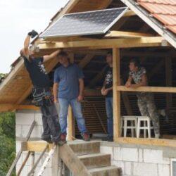 Cum a devenit Ursici primul sat iluminat cu panouri solare din Romania