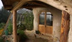 """Un sat ecologic cu """"locuinte de hobbit"""", construit in apropiere de capitala Suediei"""