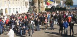 Zeci de locuitori din  Mangalia au iesit in strada pentru a manifesta impotriva fracturarii hidraulice si a poluarii