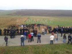 Explorarea gazelor de sist de catre Chevron, blocata de protestele satenilor din Vaslui. Jandarmii au intervenit