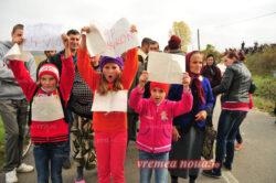 Protest impotriva instalarii primei sonde de explorare a gazelor de şist in Romania, în comuna vasluiană Pungeşti