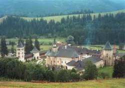 Manastirea Putna a obtinut incetarea prospectiunilor pentru gaze de sist in zona