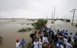 Taifunul Nari a lasat in urma 8 morti Coasta de est a Filipinelor, lovita de taifun: Cel putin patru oameni au murit, iar mai multe case au fost distrusesi 2 milioane de oameni fara electricitate
