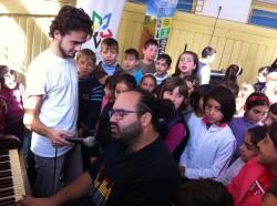 """Mii de elevi au cantat imnul campaniei  """"Muresul Recicleaza Deseurile"""""""