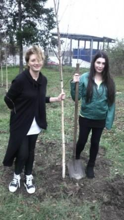 Elena Basescu a iesit la plantat copaci