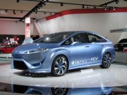 Toyota va incepe productia in serie a masinilor pe hidrogen pana in 2015
