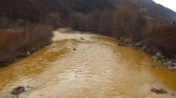 Somesul Mare poluat cu noroi de mina din Rodna