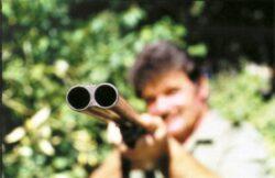 Ministrul Padurilor vrea sa le dea arme padurarilor