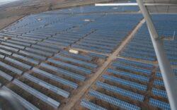 Chinezii baga 40 de milioane de euro la Miercurea Sibiului in cel mai mare parc fotovoltaic din Romania