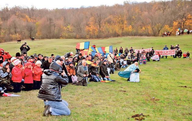 Nou protest la Pungesti. Peste 200 de persoane au manifestat împotriva edilului comunei