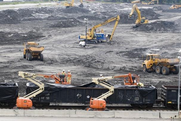 Trei proiecte legislative care modifica legea minelor. Rosia Montana si gazele de sist, in pericol
