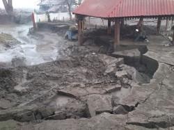 Catastrofa ecologica la Turceni. Case ingropate in cenusa si namol!