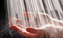 Contactul cu clorul din apa creste riscul de cancer