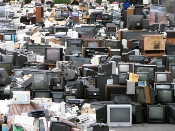 Acţiune de colectare a deşeurilor electrice şi electronice în Crasna, Bâlteni şi Novaci, judetul Gorj