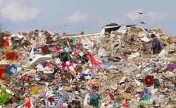 Aplicarea unei taxe pentru deseurile depozitate la gropile de gunoi, amanata pentru 2017