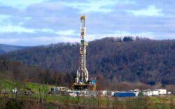 Asociatia Romania Vie ii cere lui Klaus Iohannis sa interzica exploatarea gazelor de sist si proiectul Rosia Montana