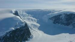 A inceput colapsul unor bucati masive din calota glaciara din Antarctica de Vest