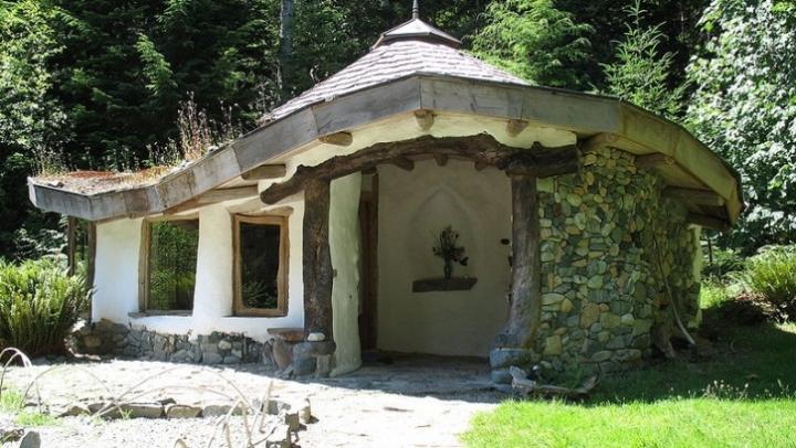 Cob Village, satul ecologic din Berca