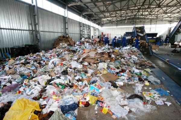 Hunedoara: Prefectul Vasilescu intervine la ministrul Mediului în problema deşeurilor de plumb