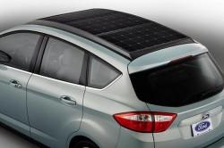 Prima masina hibrid cu panouri solare pe acoperis