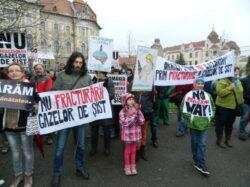 Reiau protestele in Oradea. Intalnire privind gazele de sist, la Tulca.
