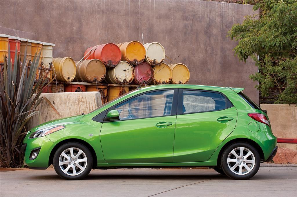 Mazda dezvolta componente din bioplastic. Luciu puternic, fara vopsire