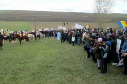 Proteste la Pungesti: Localnicii au incercat sa opreasca masini ale Chevron, jandarmii blocand drumul