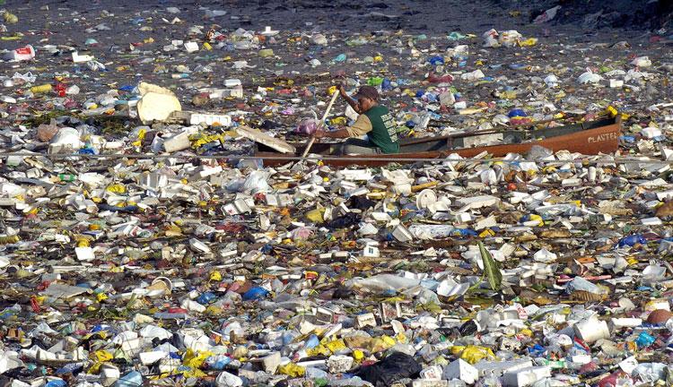 Supa de gunoaie din Oceanul Pacific