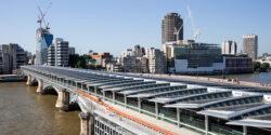 Londra: A fost inaugurat cel mai mare pod din lume alimentat cu energie solara