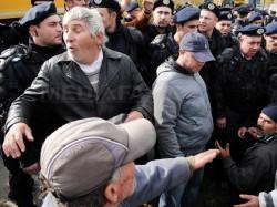 Protestatarii din Pungesti spun ca au renuntat la greva foamei din cauza abuzurilor jandarmilor