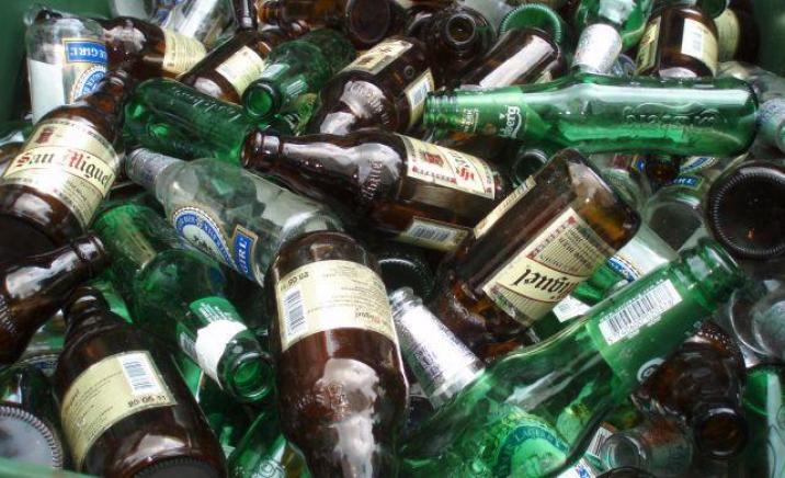 Folosirea sticlei reciclate poate reduce costurile producatorilor cu minim 30%