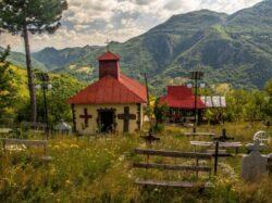 Iluminare cu panouri fotovoltaice pentru un sat din Romania pierdut in munti