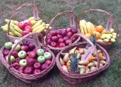 O brasoveanca ofera un serviciu inedit: duce fructe proaspete companiilor
