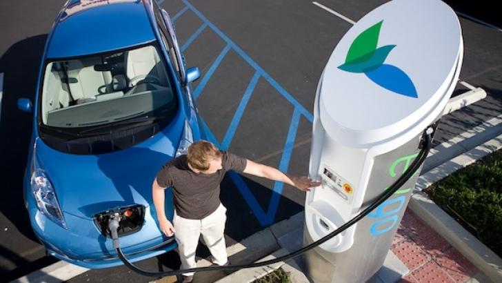 Ma?inile electrice ar putea parcurge aproape 2.000 km la o singur? înc?rcare cu aceast? baterie