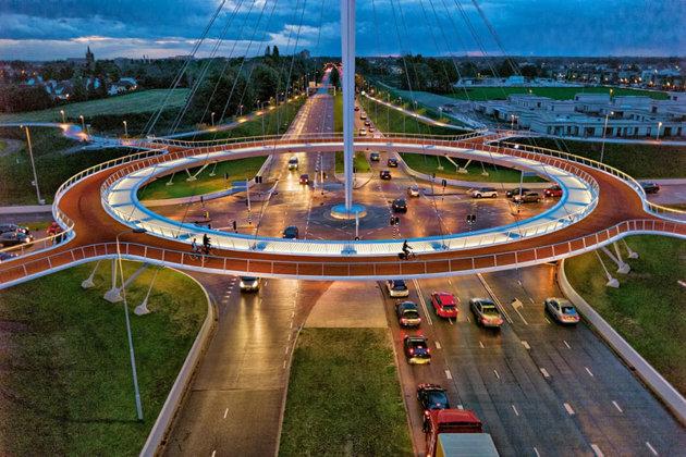 Unic în lume: Primul pod circular suspendat destinat bicicletelor